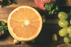 正面心情的葡萄柚 图库摄影
