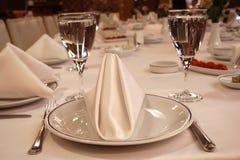 正餐准备好的餐馆表 免版税库存图片