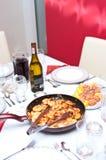 正餐油煎的虾酒 库存图片