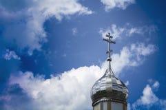 正统基督徒寺庙有一个银色圆屋顶的3 免版税库存图片