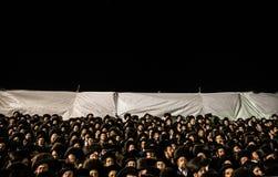 正统犹太人在mt meron,以色列祈祷 库存照片