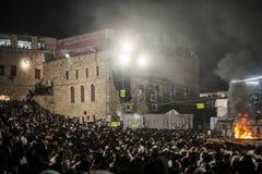 正统犹太人在mt meron,以色列祈祷 免版税库存照片