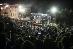 正统犹太人在mt meron,以色列祈祷 免版税库存图片