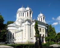 正统的教会 在镇布拉索夫(Kronstadt)环境美化,在Transilvania 免版税库存图片