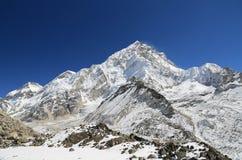 此外Nuche山顶从kallapather山顶的珠穆琅玛 免版税库存照片