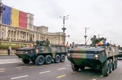 步兵与机器交战 免版税库存图片