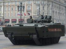 步兵在一个被跟踪的平台Kurganets-25的作战车辆对象695 库存图片