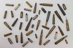 步枪和手枪的子弹 免版税库存图片