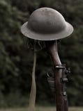 步枪和盔甲 免版税库存照片