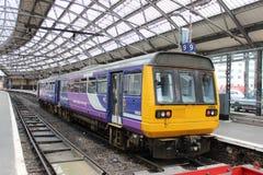 步测器在利物浦石灰街道驻地的dmu火车 免版税图库摄影
