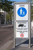 步行区域标志 免版税库存照片