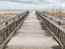 步行向海洋 库存照片