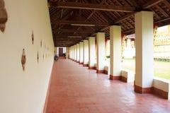 步行在非常Luang在老挝。 免版税库存照片