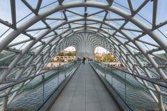 步行桥在第比利斯,叫作和平桥梁的乔治亚 库存照片