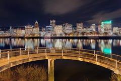 从步行桥的波特兰街市地平线 图库摄影