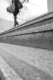 步行沿着向下台阶 图库摄影