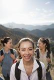 步行的妇女,画象 免版税库存图片