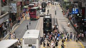 步行者和交通时间间隔在香港的中部区 股票视频
