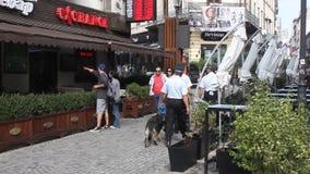 步行者在布加勒斯特的老中心 库存图片