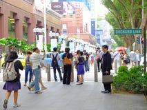 步行者在新加坡 免版税库存照片