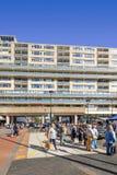 步行者广告每交叉点在提耳堡大学市中心,荷兰 免版税图库摄影