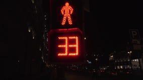步行者的红绿灯在莫斯科 股票视频