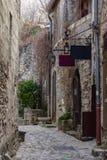 步行街道在列斯Baux de普罗旺斯 库存照片