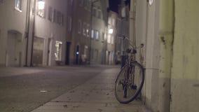 步行街道在晚上 股票录像