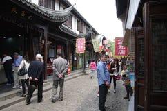 步行街道在Ancinet镇,上海 库存照片
