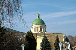 步行通过修道院 免版税库存照片