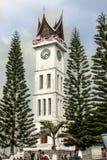 武吉丁宜,印度尼西亚- 20015 8月23, -阻塞Gadang,站立伟大的时钟高 免版税图库摄影