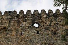 武器的漏洞在堡垒墙壁 库存图片