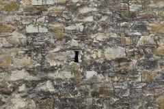 武器的漏洞在堡垒墙壁 免版税库存照片