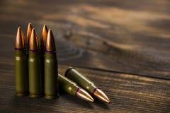 武器的疏散弹药筒 免版税库存照片