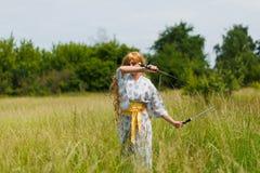 武士女孩画象有剑的 免版税图库摄影