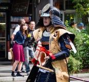 武士服装的日本人 库存图片
