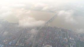 武汉,中国- 2017年5月2日:私有房屋建设的空中寄生虫视图在市中心天 股票录像