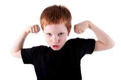 武装男孩逗人喜爱愉快被上升的他的&# 库存图片