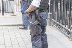 武装的伦敦警察武器 免版税库存图片