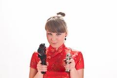 武装的女孩手枪 免版税库存图片