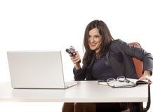 武装的女实业家 库存图片