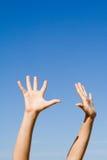 武装的手被上升的到达 免版税图库摄影
