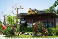 武里喃府,泰国- 2018年10月:咖啡馆亚马逊咖啡店有蓝天背景 咖啡馆`亚马逊在咖啡企业sinc 免版税库存照片