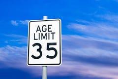 歧视老年人歧视社会问题标志概念 免版税库存图片