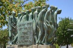 死亡在浩劫Shoa纪念以色列犹太大屠杀纪念馆的行军雕塑在耶路撒冷,以色列 免版税库存照片