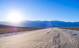 死亡谷国家公园加利福尼亚-死亡谷-加利福尼亚- 2017年10月的23日令人敬畏的Badwater盐湖 免版税库存照片