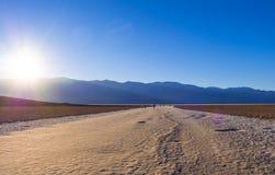 死亡谷国家公园加利福尼亚-死亡谷-加利福尼亚- 2017年10月的23日令人敬畏的Badwater盐湖 图库摄影
