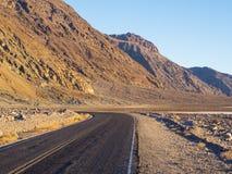 死亡谷国家公园-沙漠路 库存照片