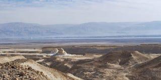 死海和周围从马萨达底部  免版税库存照片