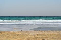 死海在多云天气的晚上 免版税库存图片